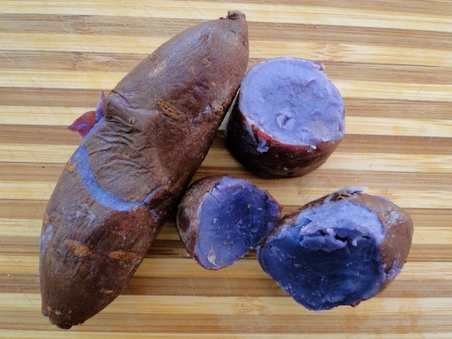 Image source: Lorna Sass at Large https://lornasassatlarge.wordpress.com/2010/01/14/molokai-purple-potatoes/